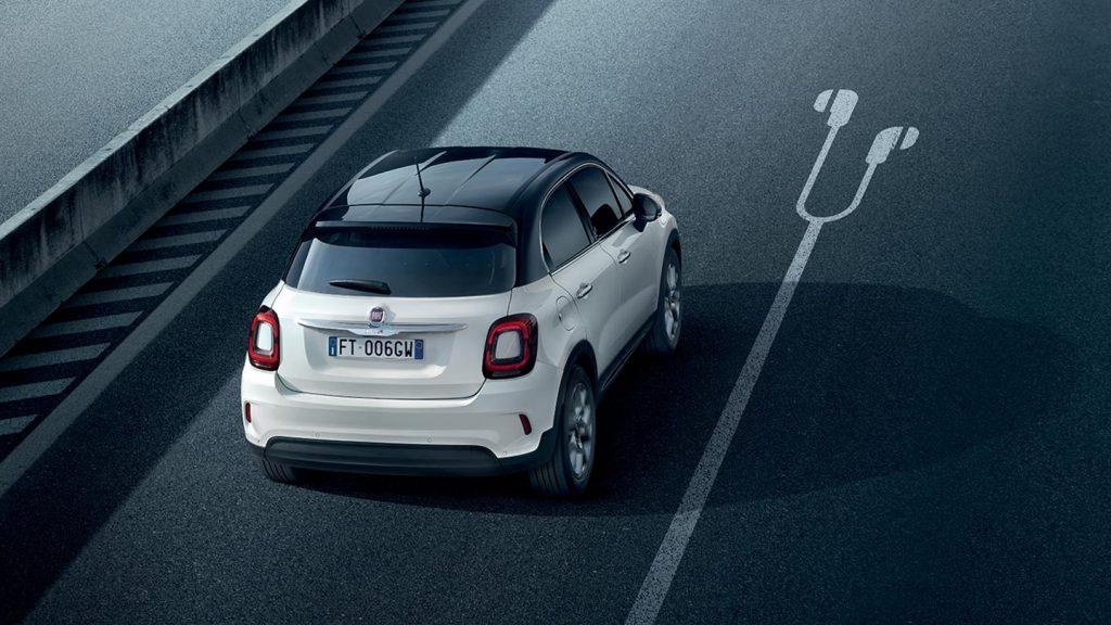 Fiat-500-music-white-citycar-1440x810